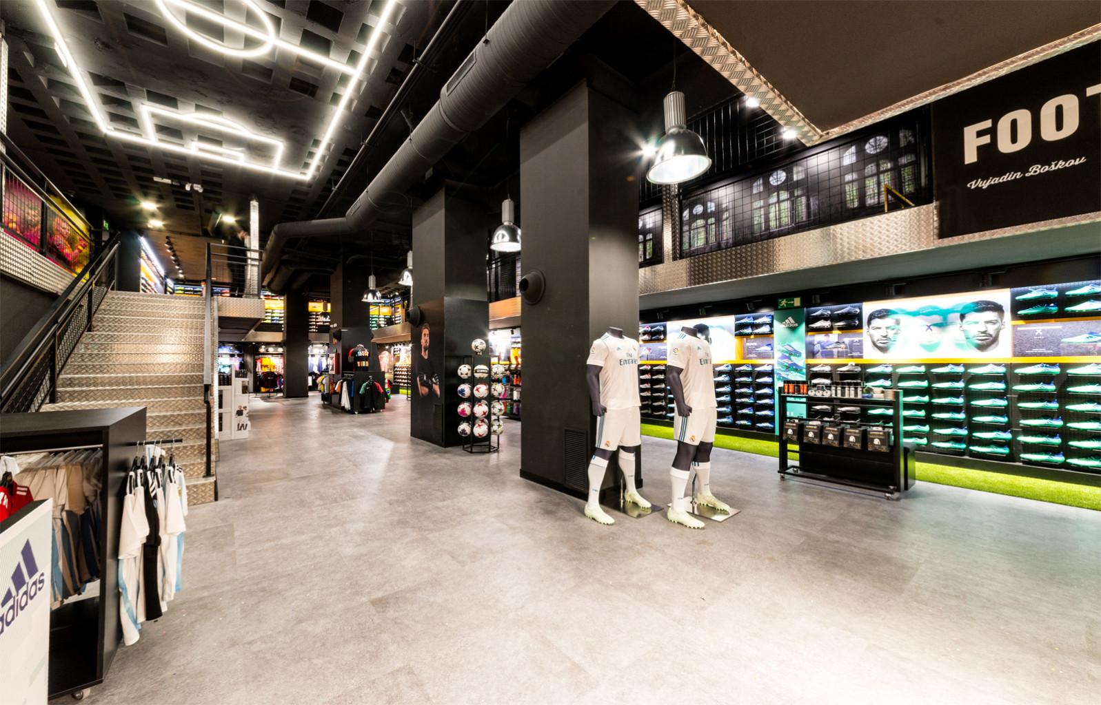 efe3ea77d7005 La tienda especialista en fútbol inauguró ayer una nueva tienda en Madrid